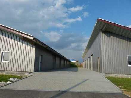 Lager-/Fuhrparkhalle(n) mit befestigter Zufahrt und Torüberwachungskamera!