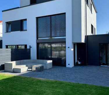 !!Außergewöhnliche Architektur trifft perfekte Lage!! 5,5 - Zimmer Reihenhaus mit Garten