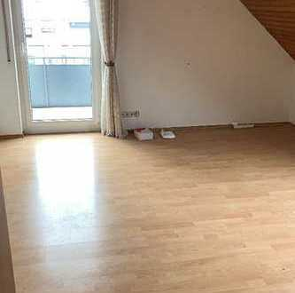 Gepflegte 2-Zimmer-DG-Wohnung mit Balkon in Filderstadt-Bernhausen