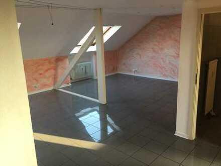 Gepflegte 4-Zimmer-Dachgeschosswohnung mit Einbauküche in Mannheim