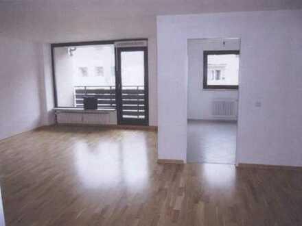 Schöne 2 - Zimmer Wohnung in Obergiesing mit zwei Loggien