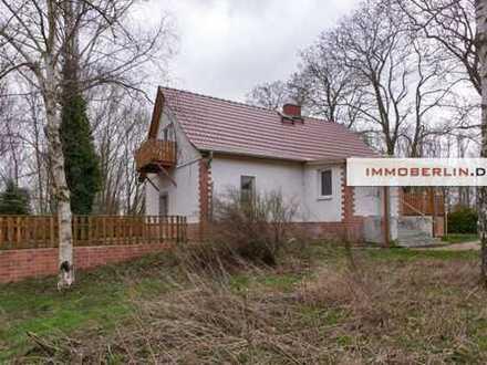 IMMOBERLIN: Wohnliches Haus auf harmonischem Grundstück