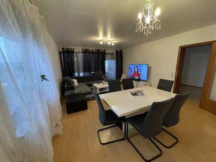Ditzingen: Schicke, große 2,5-Zimmer-Etagenwohnung mit Balkon, Fernblick und TG-Stellplatz