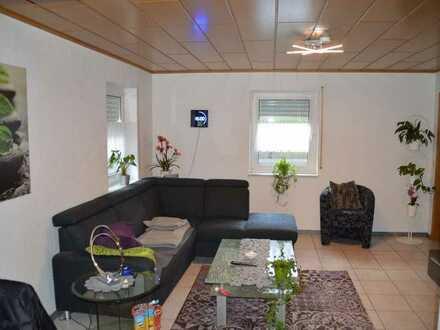 Neuwertige Wohnung mit 2 Zimmern und EBK in Karlsbad Spielberg