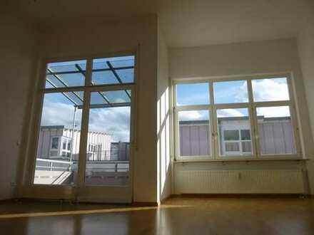 Moderne helle 2-ZW mit Dachterrasse, Wannenbad, TG-Platz