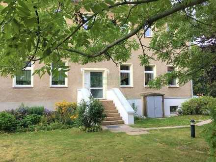 Frisch renovierte 2 Raum Wohnung Dachgeschoss  inkl. PKW-Stellplatz zu vermieten.