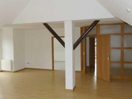 Großzügige Dachgeschosswohnung über den Dächern von Höxter-Stahle