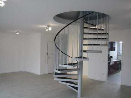 Helle 4-Zimmer-Wohnung Dachgeschoss Maisonette-Wohnung mit Aufzug
