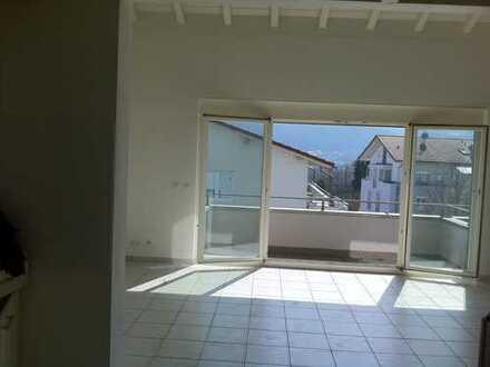 Neuwertige 2,5-Zimmer-Wohnung mit Balkon und Einbauküche in Albbruck