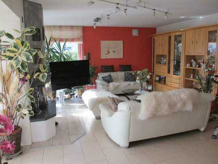 Schöne helle 4 Zimmer Wohnung sucht solventes älteres Ehepaar in Trossingen