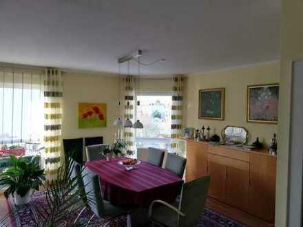 Großzügige, sonnige 4-Zimmer-Whg in Ober-Mörlen (von privat)