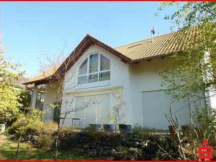 Großes Einfamilienhaus auf schönem Gartengrundstück in attraktiver Lage von Jugenheim