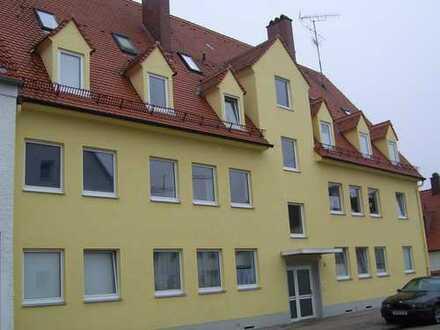Gepflegte 1,5-Zimmer-DG-Wohnung mit Einbauküche in Augsburg Lechhausen