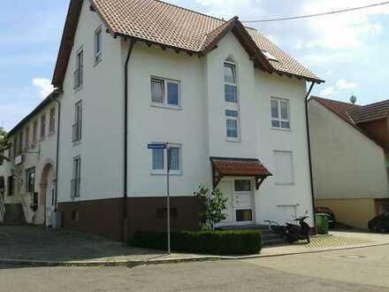 Gepflegte 3-Zimmer-Wohnung mit Balkon und Einbauküche in Huttenheim