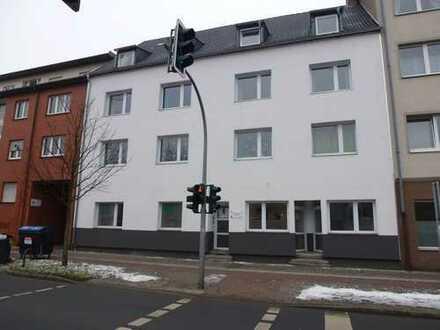 Neu gestrichene Erdgeschoss-Wohnung mit 2,5 Zimmer