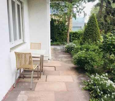 Ruhiges Wohnen in Halbhöhenlage, nahe Kräherwald: 3-Zi-Whg. mit EBK, offener Terrasse u. kl. Garten