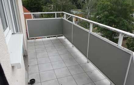 ==Große 1.Zimmerwohnung mit Balkon und Stellplatz in ruhiger Lage==