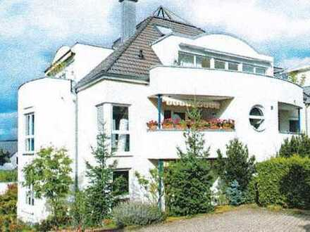 Helle und modern geschnittene 3-Zimmer-DG-Wohnung mit Südbalkon und EBK in Bad Dürkheim - Seebach