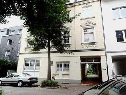 Bochum-Hamme: 3-Zimmer-Wohnung mit großem Wohnbereich und schwarz glänzender Einbauküche