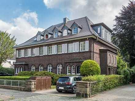 Stilvoller Klassiker mit Tiefgarage, großen Terrassen im idyllischen Garten in der südl. Gartenstadt