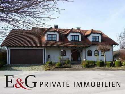 Hochwertig ausgestattete Landhausvilla mit Einliegerwohnung in Weilheim an der Teck