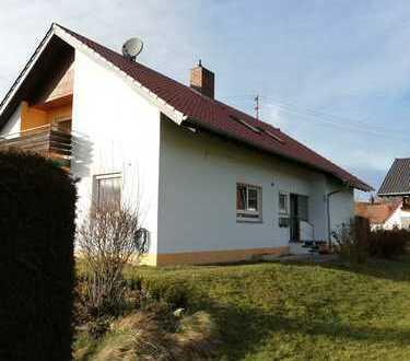 Sanierte 3-Zimmer-DG-Wohnung mit Balkon und EBK in Wolfegg