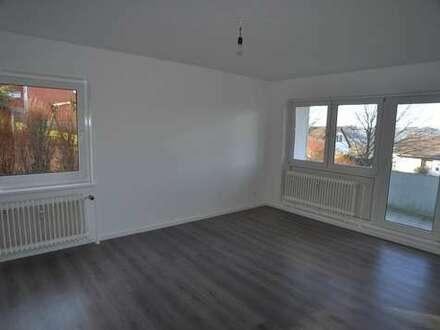 EIN NEUER FERNSEHER ZUR WM? In Ihrer komplett neu renovierten 3 ZKB Wohnung mit Balkon