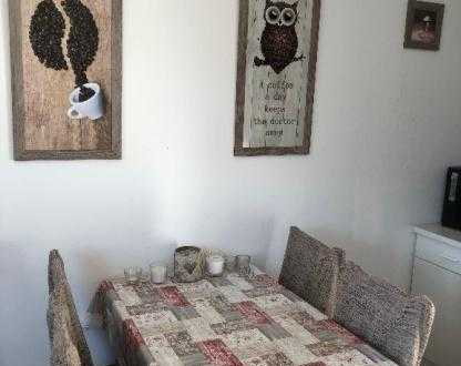 Großes und helles Zimmer auf dem schönen Lindenhof! Auch Zwischenmiete möglich!