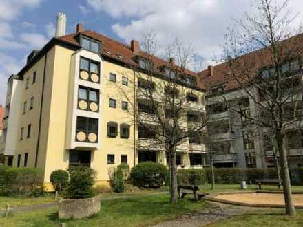 Gepflegte 2-Zimmer-Wohnung mit Balkon und Einbauküche in Erlangen Zentrum