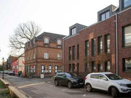 Neuwertiges Stadthaus in begehrter Wohnlage in Alt-Niederkassel
