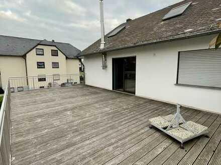 Gepflegte 3-Zimmer-Wohnung mit Balkon und EBK in Longuich
