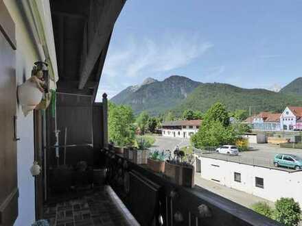 DG-Wohnung mit zwei Balkonen und Bergblick!