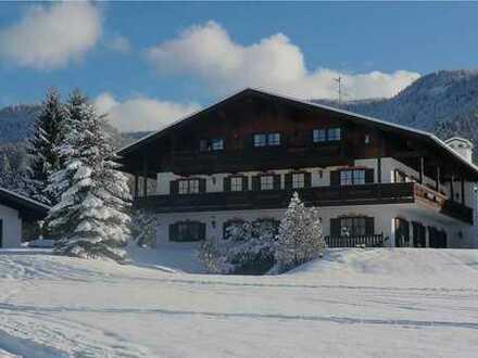Mehrere schöne Ferienwohnungen von 32 -134 qm in Reit im Winkl, Chiemgau, zu verkaufen.