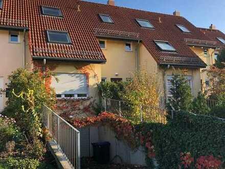 Modernes Reihenhaus mit Wintergarten, Terrasse, Balkon und Garage in idyllischer Lage von Sörnewitz