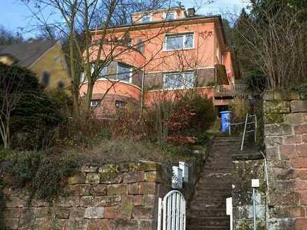 Zweiparteienhaus mit toller Aussicht in top Lage Lambrecht