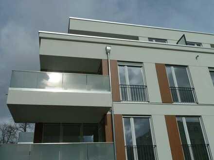 Neuwertige 2,5-Raum-Wohnung mit Balkon und Einbauküche in Potsdam