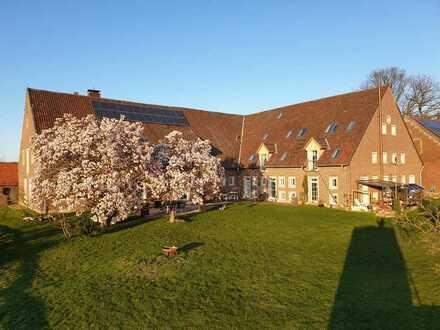 Wohnen im Landschaftsschutzgebiet Aatal auf Resthof, Wohnung mit fünf Zimmern und EBK