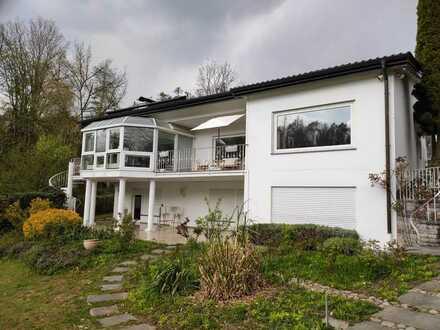 Attraktive 4-Zimmer-Terrassenwohnung mit Terasse und EBK in Hohentengen