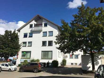 Gemütliche, helle Dreizimmerwohnung mit großzügigem Wohnzimmer und Balkon in Diedorf