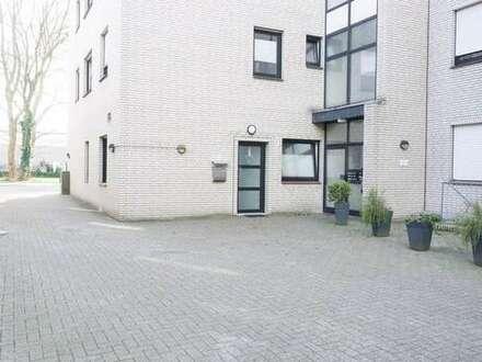 Gepflegte 2 ZKB Erdgeschosswohnung mit eigenem Hauseingang in zentrumsnaher Lage!