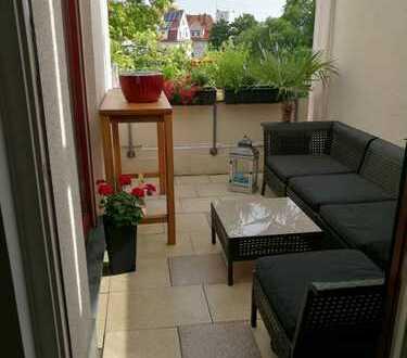 Gepflegte 2-Zimmer-Dachterrassenwohnung mit Balkon und EBK in Augsburg