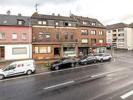 Überwiegend leerstehendes Wohn- und Geschäftshaus mit ausgebautem Dachgeschoss und Anbau