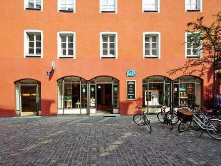 Attraktives Ladengeschäft mit großer Schaufensterfläche in der Fußgängerzone!
