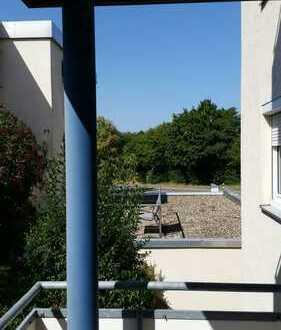 Sofort verfügbar: schöne 3-Zimmer-Erdgeschoss-Wohnung inkl. Einzelgarage, Balkon und Keller