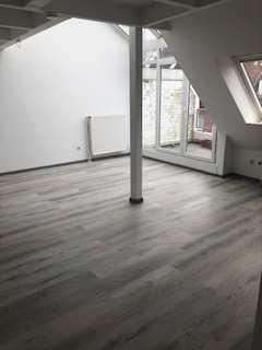 Schicke DG-Wohnung am Menkepark mit drei Zimmern sowie Balkon und Einbauküche in Bremen/Horn