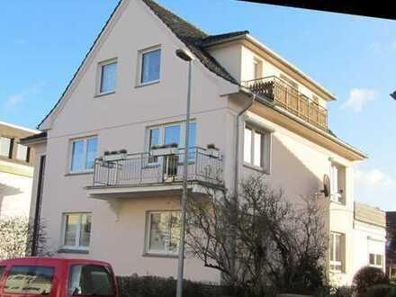 Helle 4 Zimmer Wohnung mit Wohnwintergarten und kleinem Stadtgarten in Detmold