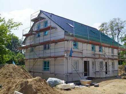 Doppelhaushälfte in Biesdorf - mit 163 qm Wohn/Nutzfläche als KFW 55 Haus.