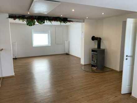 Schöne, geräumige zwei Zimmer Wohnung in Schallodenbach Privat oder Gewerblich.