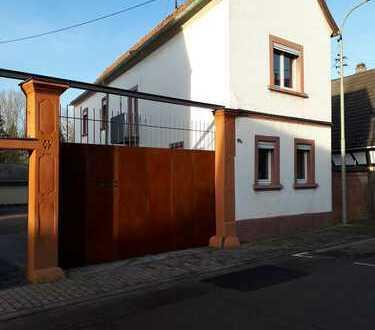 Freistehendes Haus ohne Garten in Hochstadt (Pfalz)