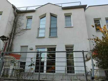 Erstbezug nach Modernisierung! Charmantes Mittelreihenhaus mit Terrasse, Balkon und Garten